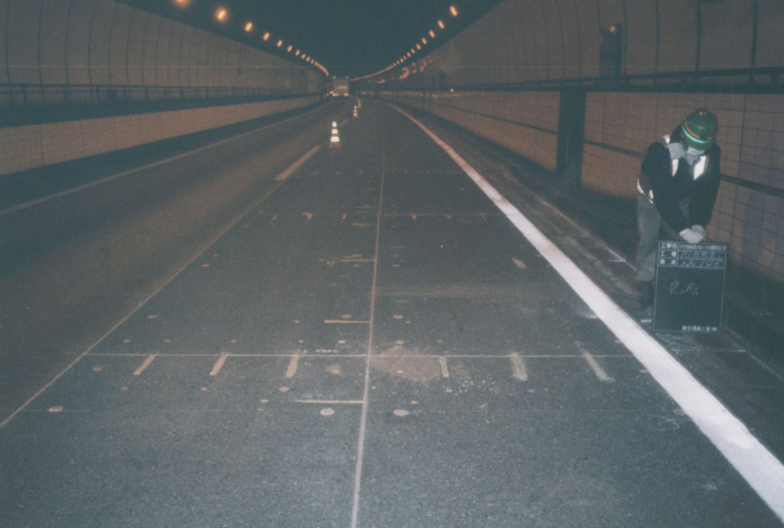 トンネル内プレキャストコンクリート舗装