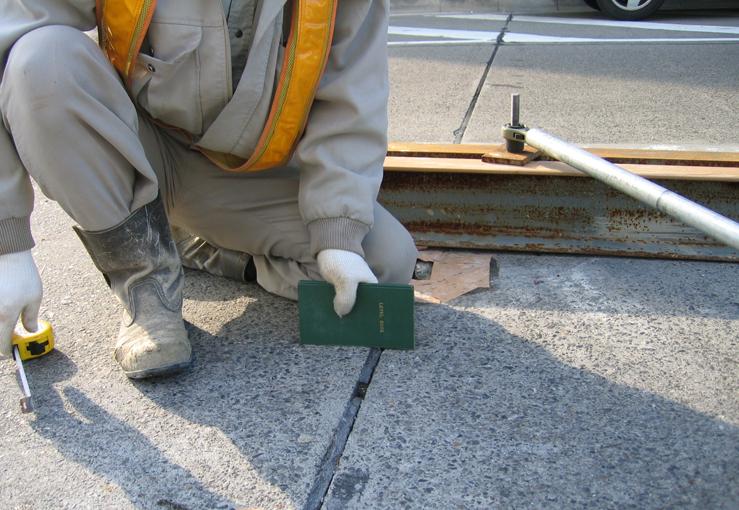 コンクリート舗装版の段差調整+空洞充填